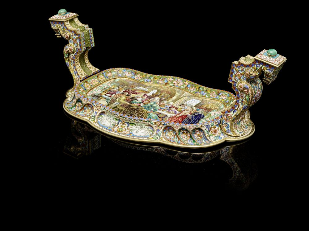A rare and highly important silver-gilt and shaded enamel tray for calling cards attributed to Fedor Rückert. Moscow, circa 1900.