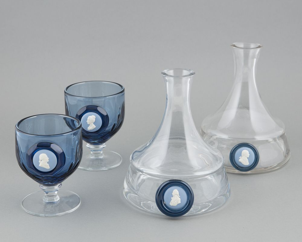 Pair of Decanters and glas, 2 pcs
