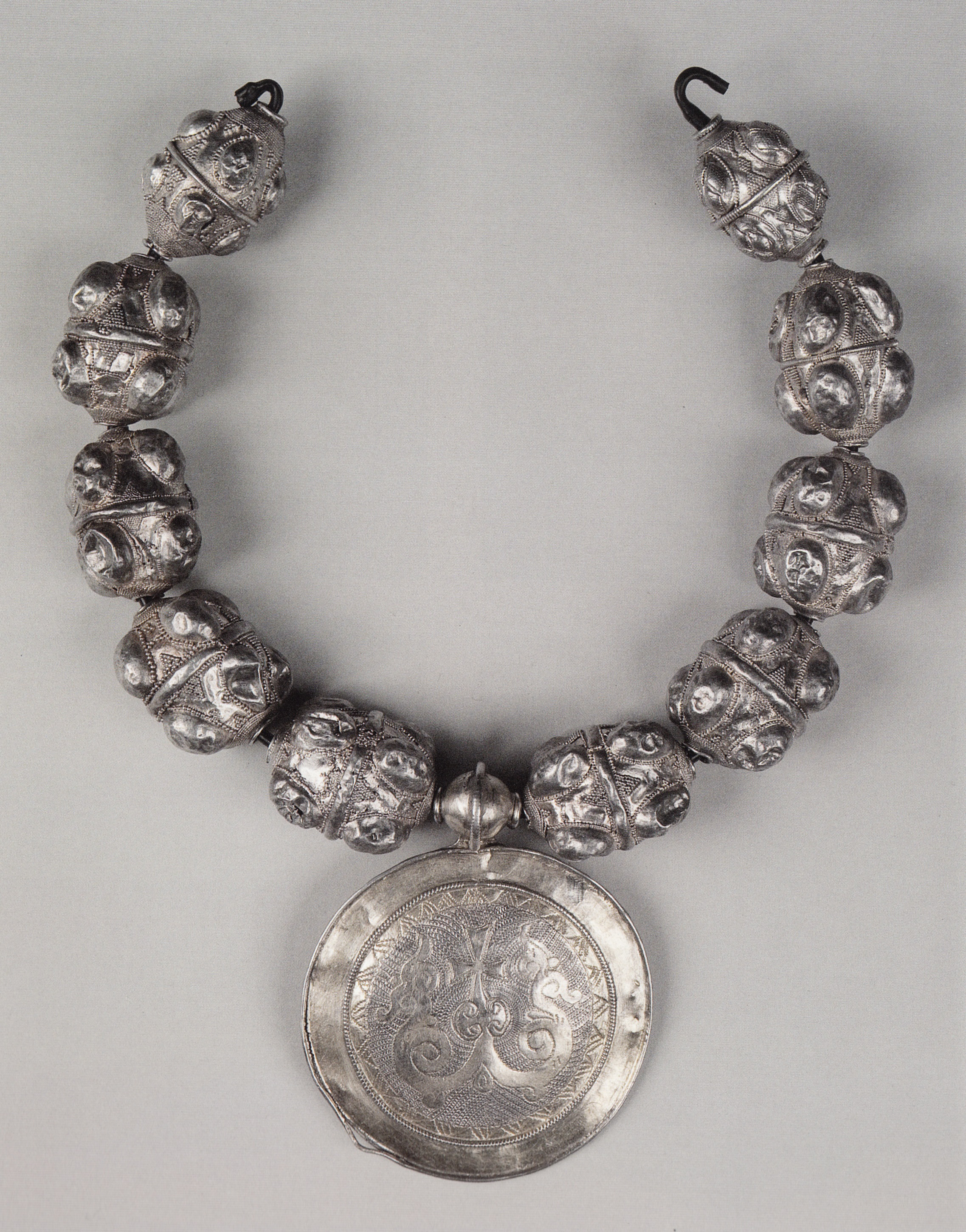 Barmy. Bead necklace with medallion depicting a cross. End of XIIth – first fart XIII century. Rus'. Silver; soldering, skan', zern', mounting, soldering, gilting, engraving.